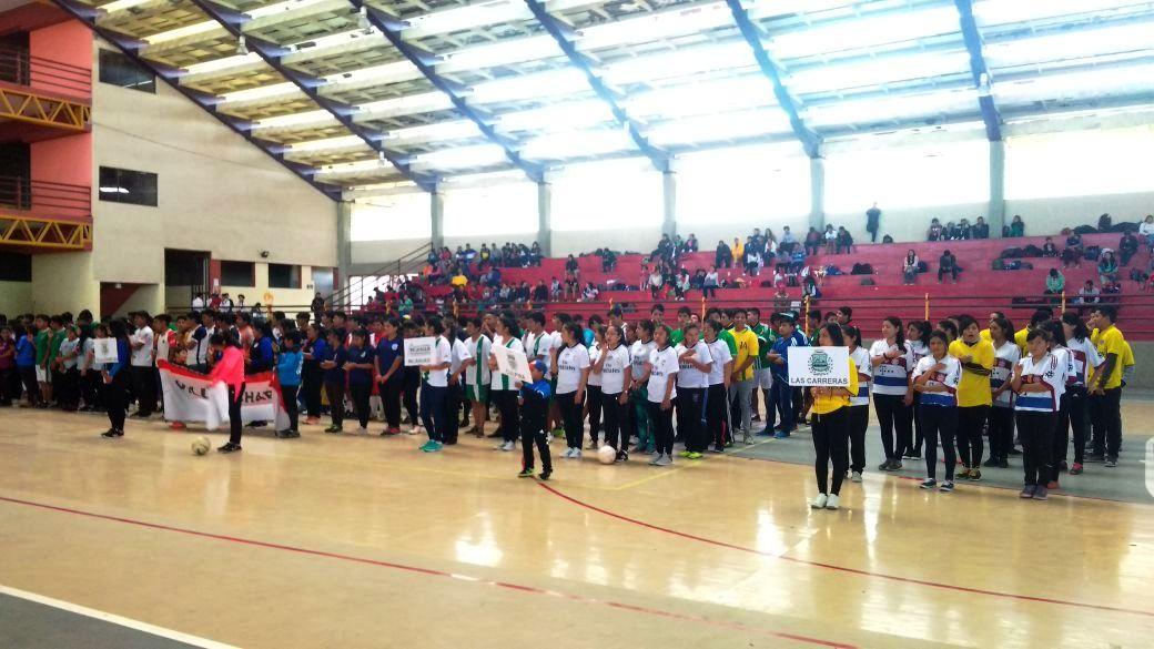35 equipos de hombres y mujeres participan en el torneo de residentes