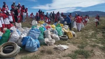Alumnos y maestros del Colegio JAZ limpian la Laguna de Culpina