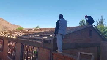 Arrancó el techado con calamina de la Escuela Jaime Mendoza