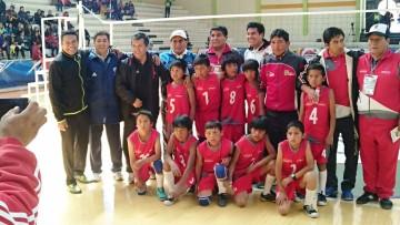 Caisa K en voleibol niños avanza a paso firme en los pluris fase nacional