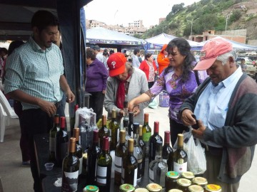 Califican de exitosa la feria de los residentes cinteños en Sucre