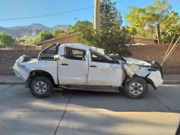 Camioneta se accidenta en la bajada de San Pedro; el chofer fugó