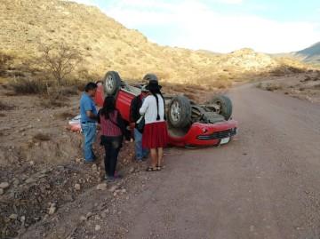 Camioneta vuelca en el tramo Sajlina-Saladillo; no hay heridos