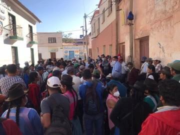 Campesinos desisten de la renuncia del alcalde de Camargo