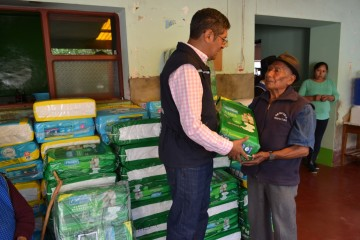 Defensoría del Pueblo entrega 2.000 pañales a centro de acogida de Camargo