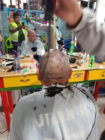 Desmienten que la Policía esté cortando el cabello en San Lucas por incumplir la cuarentena