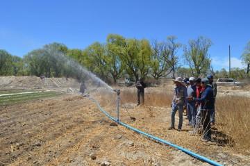 Diez familias ingresan a la era del riego tecnificado en Yuquina