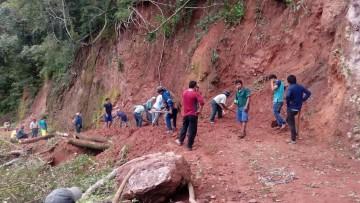 El Palmar: Vecinos reclaman presencia del SEDCAM para limpiar camino