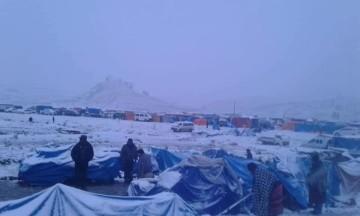 Feriantes de Malliri se cobijan en el coliseo cerrado por la nieve