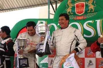 Goyo Copa y David Pereira marchan primeros en automovilismo