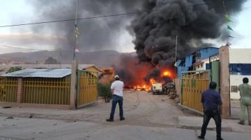 Incendio y 2 explosiones conmocionan a Camargo