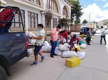 Llegan encomiendas a Sucre para estudiantes universitarios de los Cintis