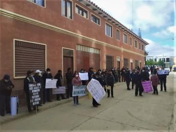 """Maestros denuncian """"reserva irregular"""" de cargos de dos autoridades municipales"""
