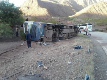Mueren siete personas en el vuelco de un bus en Vivicha