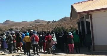 Padcoyo: Desalojan por la fuerza a 18 personas que cumplían cuarentena