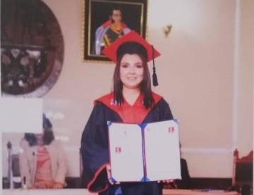 Paola Judith, de Culpina, se titula por excelencia de Contaduría Pública
