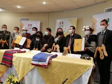 Representantes de Payaqullu de San Lucas reciben credenciales de concejales
