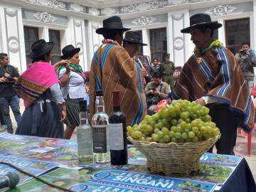San Lucas presenta la Feria del Singani en Sucre para atraer visitantes