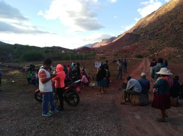 Vecinos del Porvenir cierran botadero de basura que está colmatado