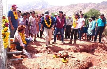 Villa Abecia recibe emejoramiento de su sistema de agua potable
