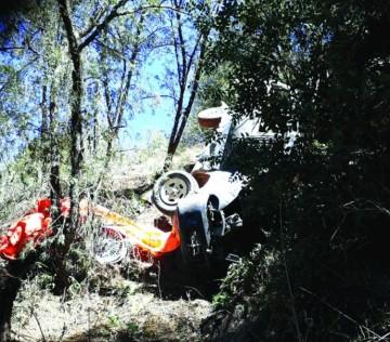 Villa Charcas: Fallecen tres personas en dos embarrancamientos