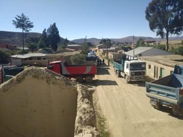 Volqueteros de San Lucas bloquean transporte de minerales a Potosí