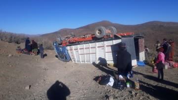 Vuelca camión y muere una adolescente en viaje a Malliri