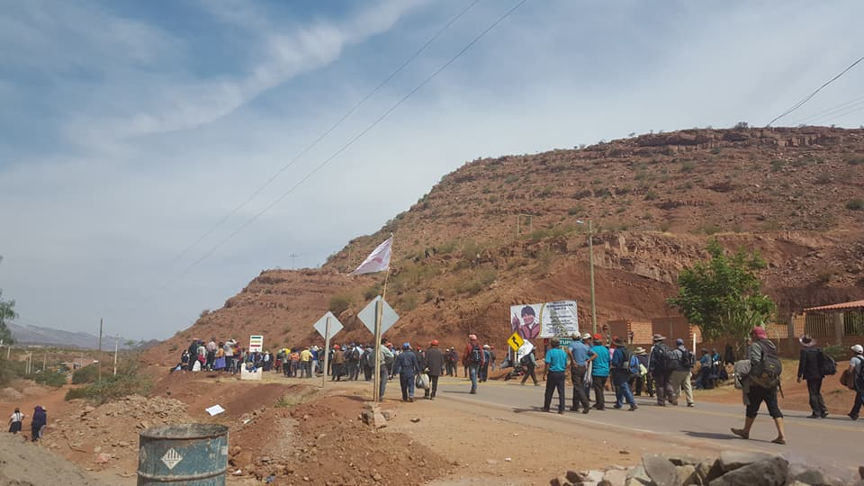 Bloqueo en los Cintis se mantiene invariable en la carretera Potosí - Tarija