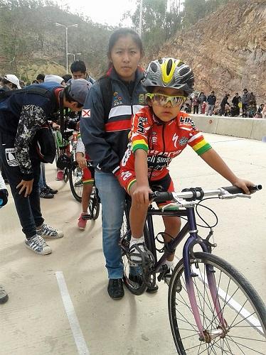 Camargo ocupa el primer lugar en el campeonato nacional de ciclismo infantil