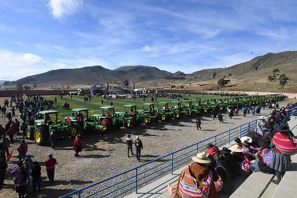 El flete de un tractor agrícola en San Lucas cuesta Bs 100 la hora