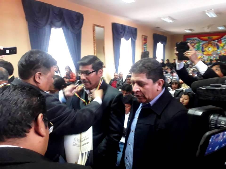 El profesor de Incahuasi Arcenio Flores recibe distinción nacional