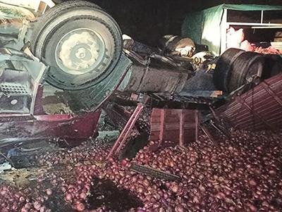 Fallece el conductor de camión al volcar en el tramo Tarija-Entre Ríos