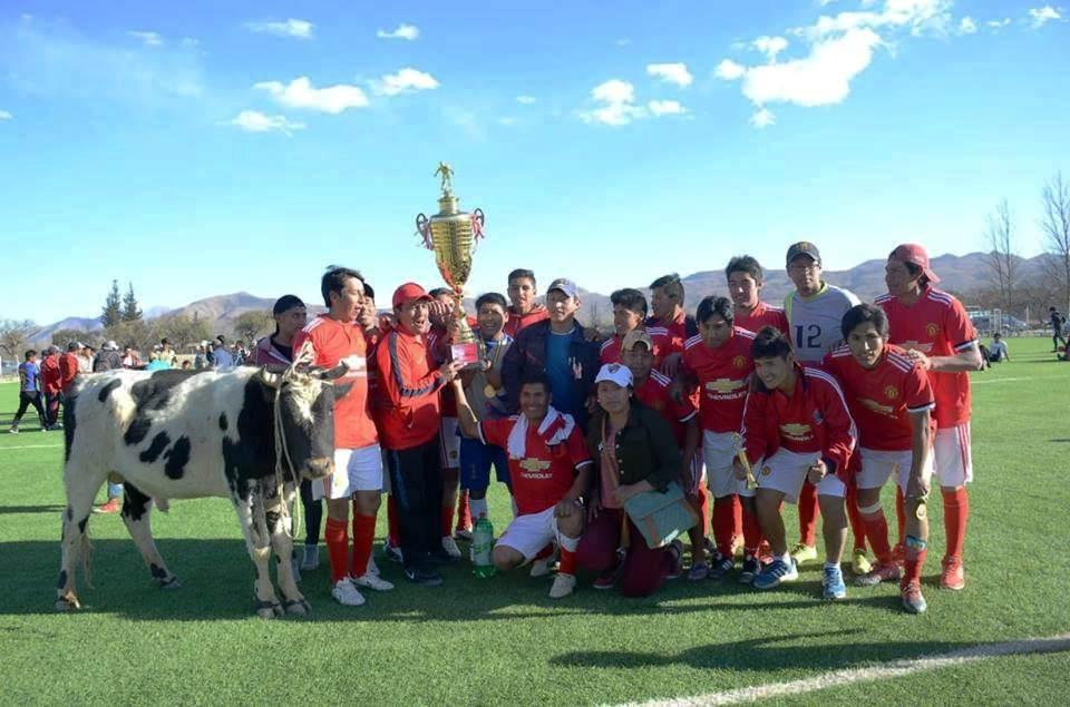 Municipal de Villa Charcas celebra el bicampeonato de fútbol