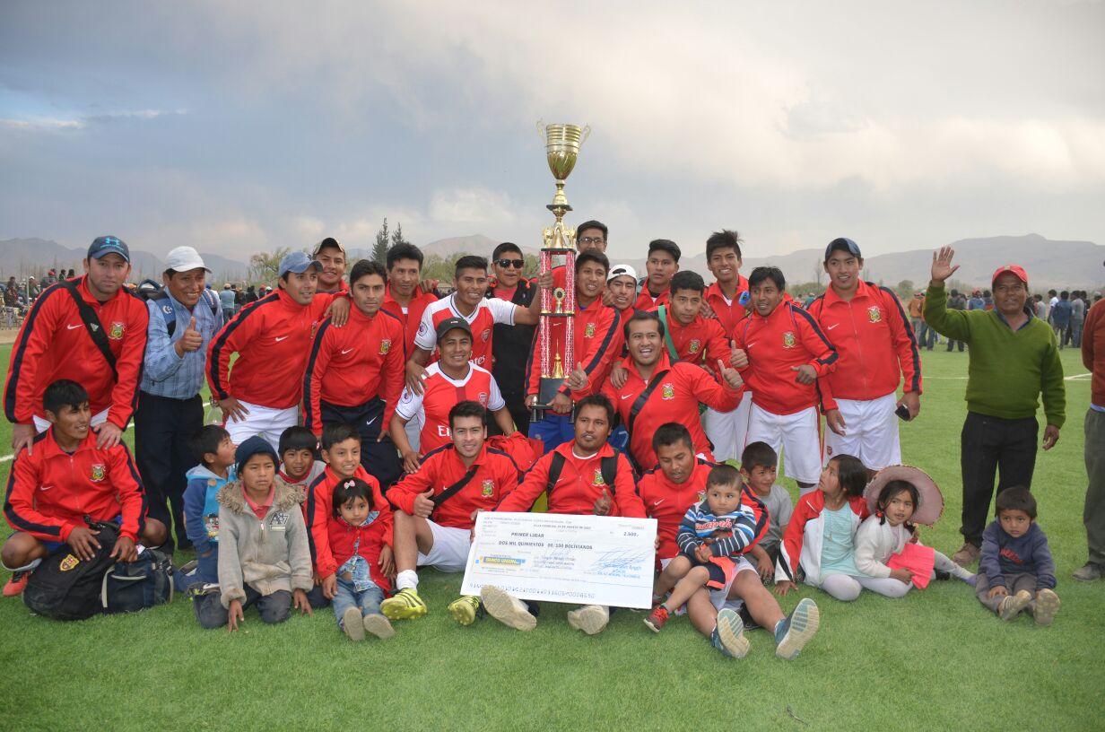 Municipal y Santa Elena alzan el título de campeones de fútbol