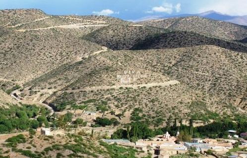 San Lucas: Fallece mujer al embarrancarse camión