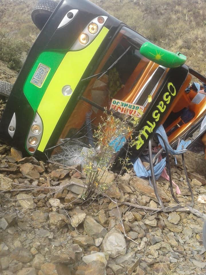 Tres personas fallecieron en accidente de bus en Quebrada Onda
